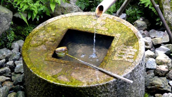 Pierre à eau pour jardin japonais