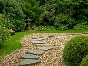 Pas japonais pour se déplacer dans votre jardin